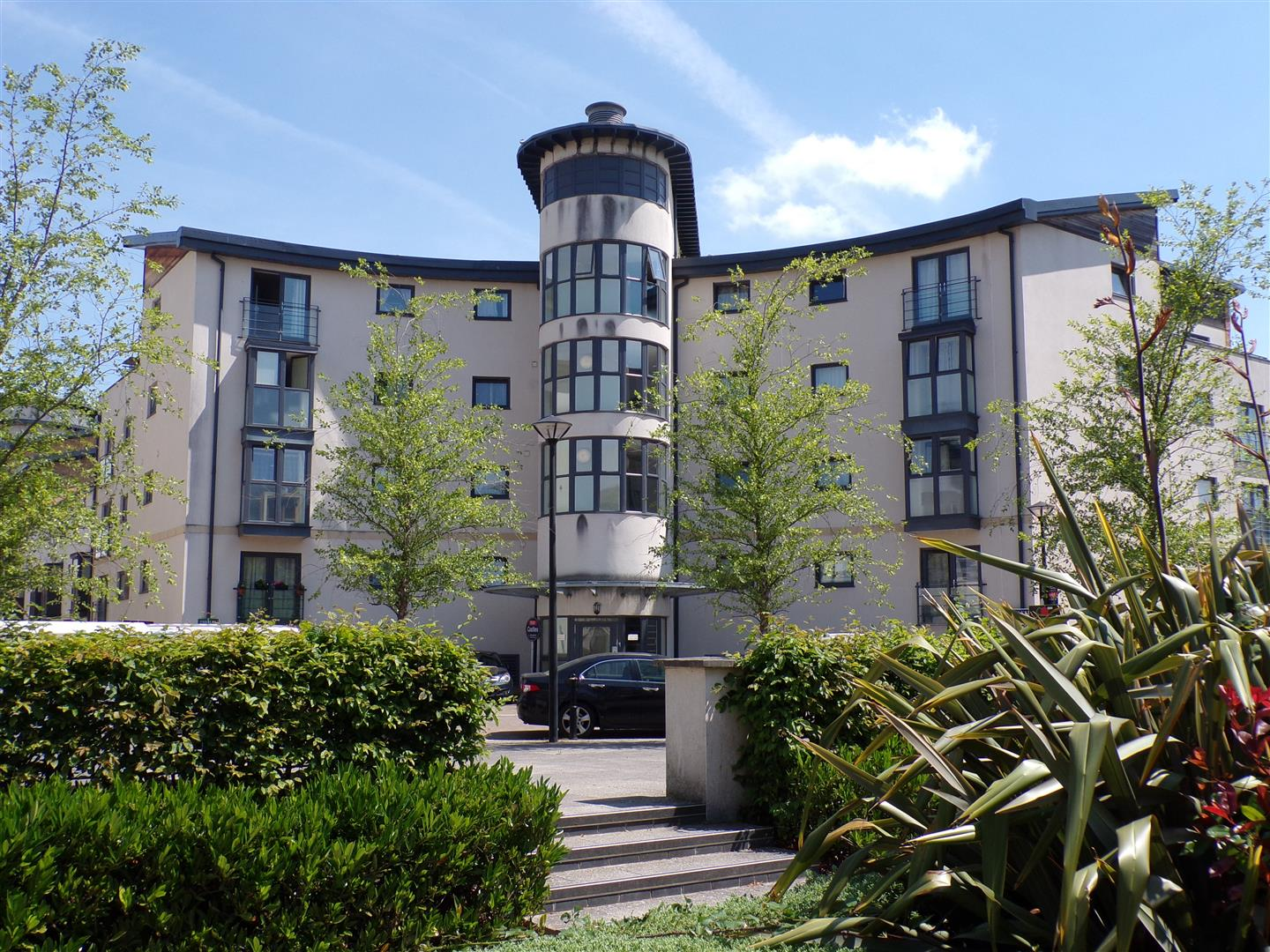 2 Bedrooms Flat for sale in Pasteur Drive, Old Town, Swindon